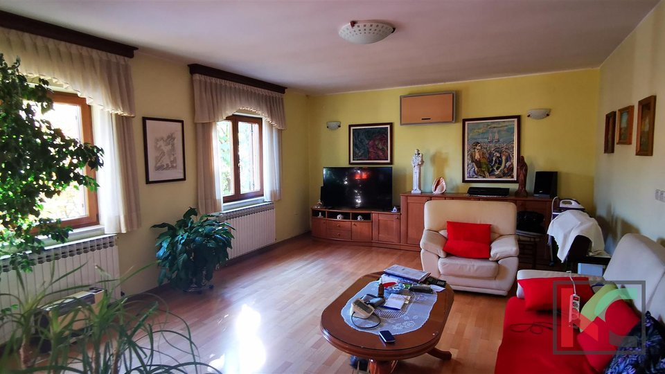 Pula, Šijana, attractive four bedroom apartment 167.97 m2