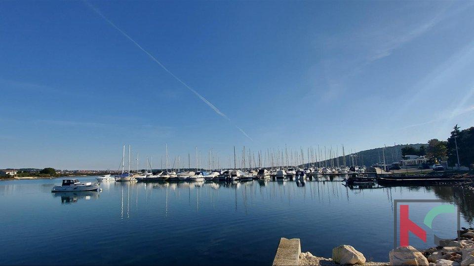 Istrien, Medulin, Pomer Gebäude und Ackerland 2378m2 am Meer