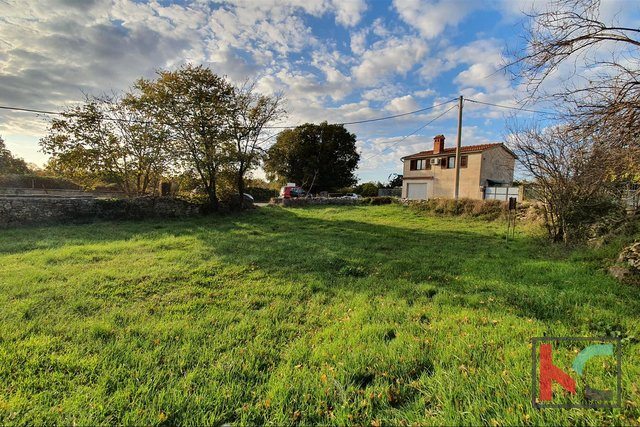 Istria - Svetvincenat, building land 2095m2 with a marked house