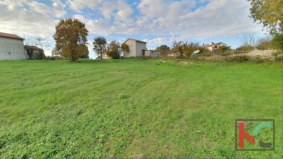 Istra - Svetvinčenat, građevinsko zemljište 2095m2 sa ucrtanim objektom