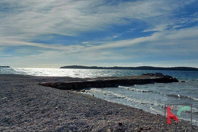 Istra, Fažana građevinsko zemljište 698 m2 na moru