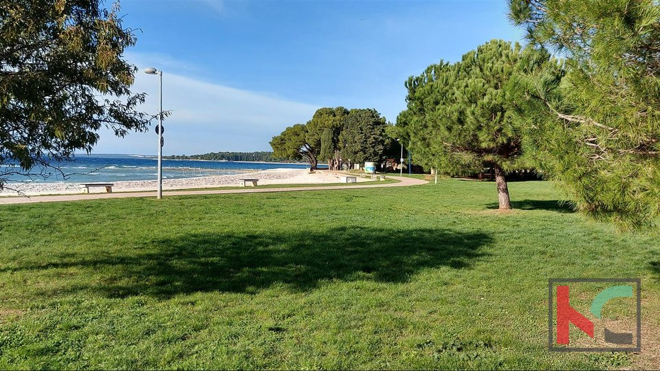 Istria, Fazana building land 600 m2 with paid utilities for a house 220m2 with pool by the sea