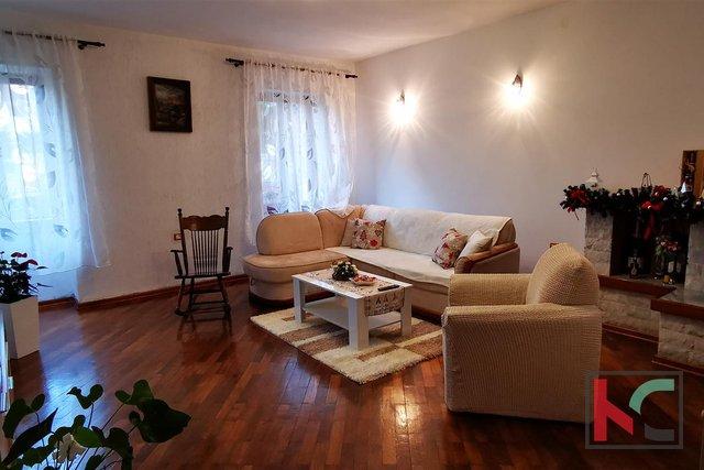 Pola, centro, attraente appartamento con quattro camere da letto 171,76 m2