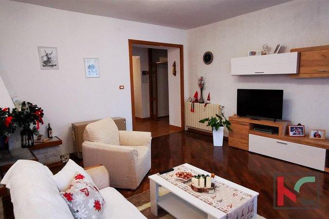 Pula, Zentrum, attraktive Wohnung mit vier Schlafzimmern 171,76 m2