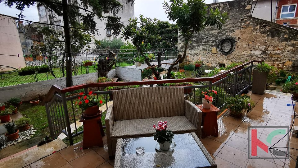 Pula, Center, attractive four bedroom apartment 171.76 m2