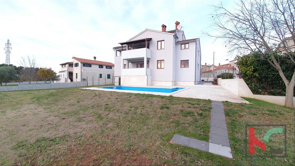 Istra - Svetvinčenat, kuća novije gradnje sa bazenom
