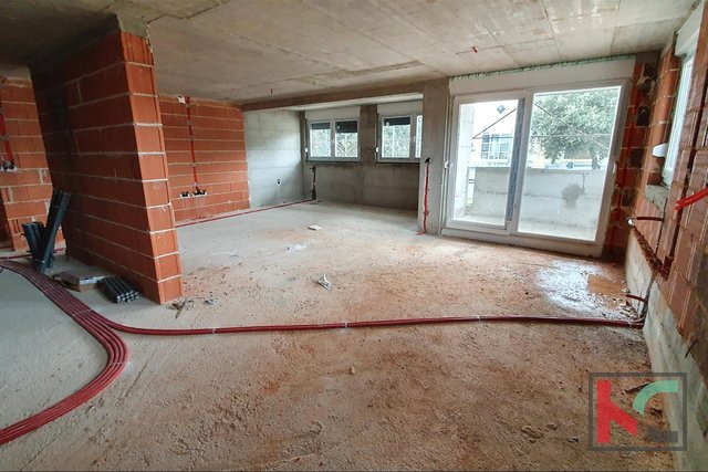Pula - center, new comfortable 4 bedroom apartment 112m2 with garage near the University