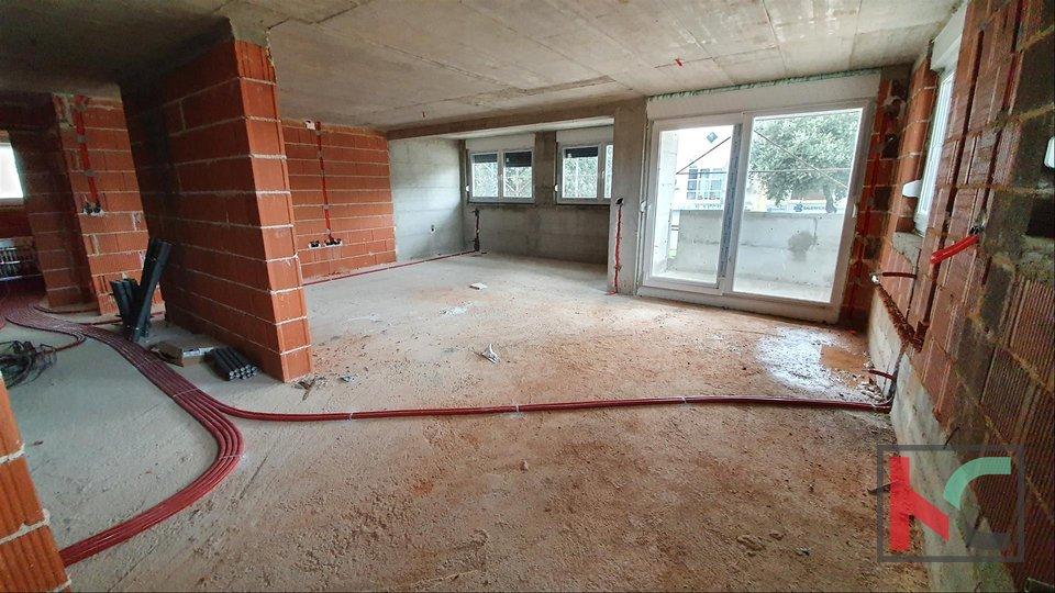 Pula - centar, konforan 4 sobni stan 112m2 sa garažom u blizini Sveučilišta II novogradnja