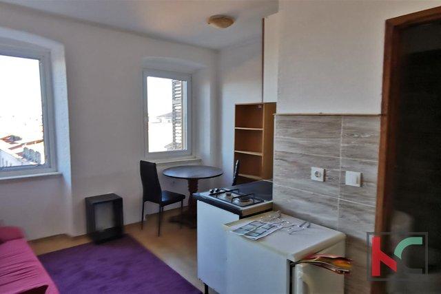 Pula, centro, appartamento 70,11 m2 ideale per 2 appartamenti