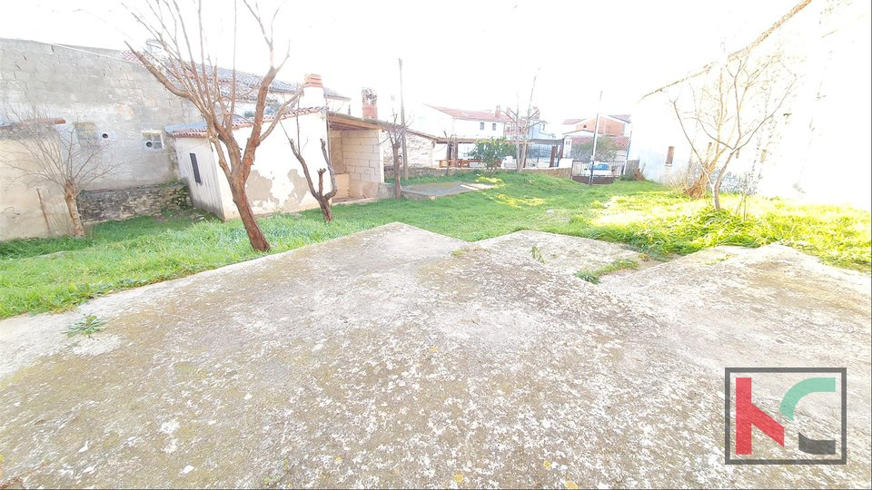 Istria, Liznjan, House and Stable on a plot of 378m2