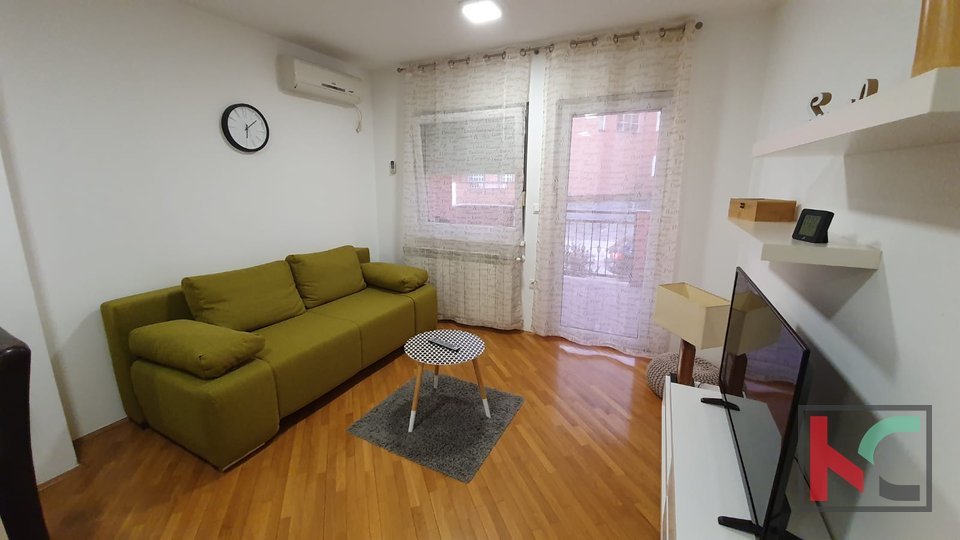 Pula, modern two bedroom apartment 52.98 m2 in a new building