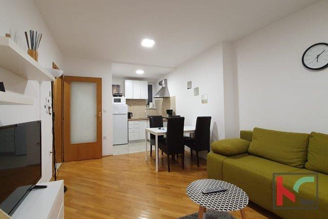 Pula, moderne Wohnung mit zwei Schlafzimmern 52,98 m2 in einem neuen Gebäude