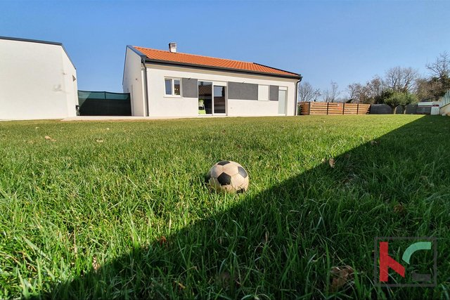 Istra, moderna kuća prizemnica na mirnoj lokaciji Sv. Kirina, nedaleko Grada Vodnjana
