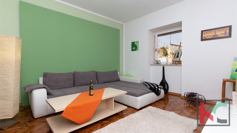 Pula, renoviertes Haus im Stadtzentrum mit zusätzlichen Büroflächen