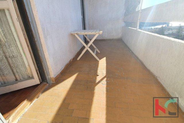 Pula, Veruda - appartamento con quattro camere da letto 82,19 m2 / ASCENSORE