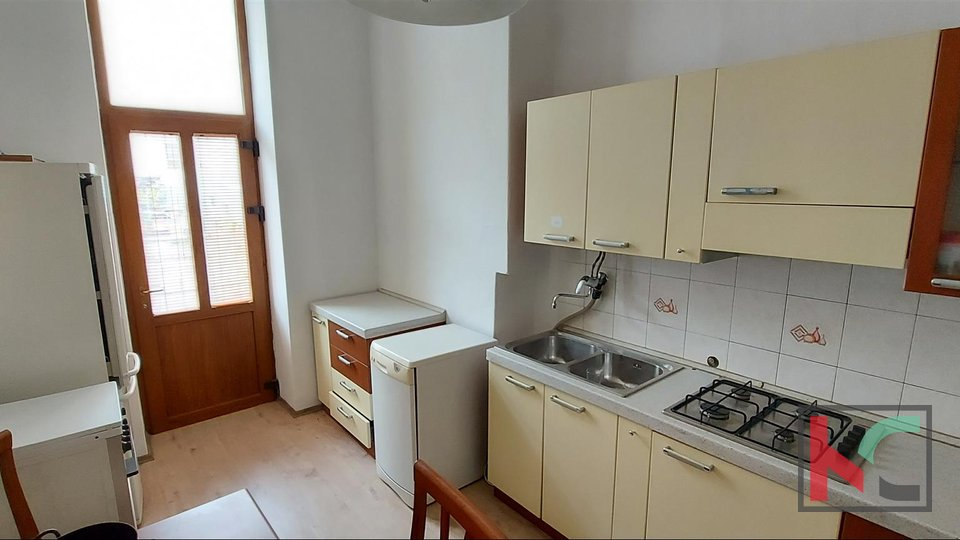 Pula, Center, pedestrian zone apartment on the first floor 103m2