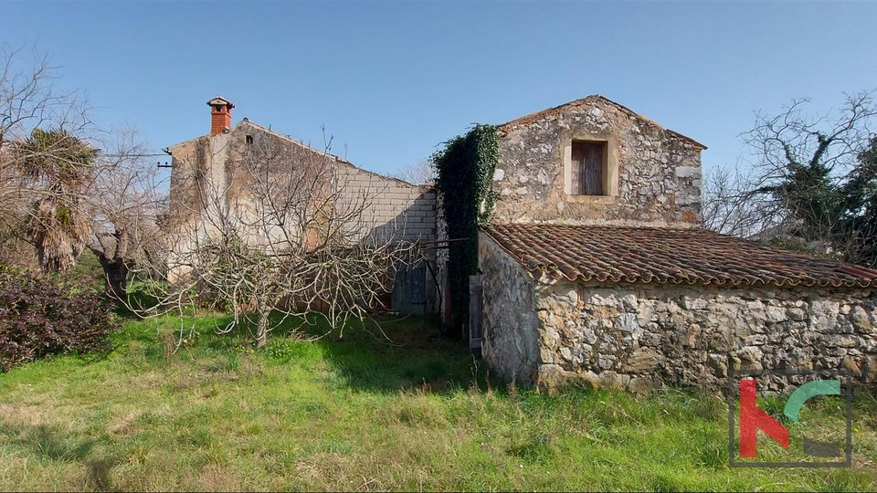 Rovinj, Haus 360m2 mit Garten 1159m2 zur Renovierung