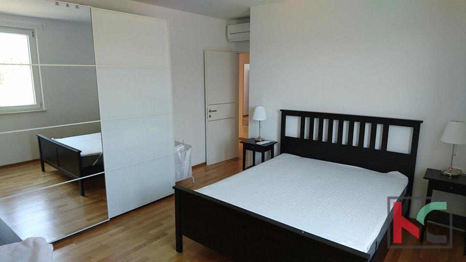 Istrien, Peroj attraktive Wohnung 130m2 in einem neuen Gebäude mit einem großen Garten / furnished