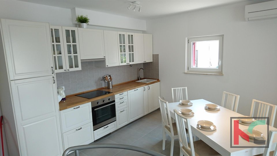 Istria, Peroj attractive apartment 130m2 in new building with large garden / NEW FURNISHED