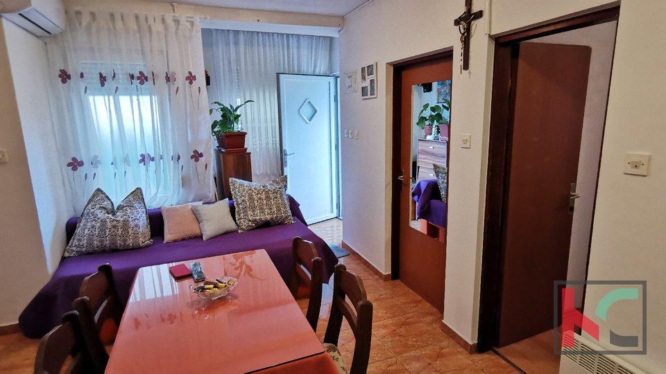 Pula, Veruda, Einfamilienhaus 50m2 auf 150m2 Garten
