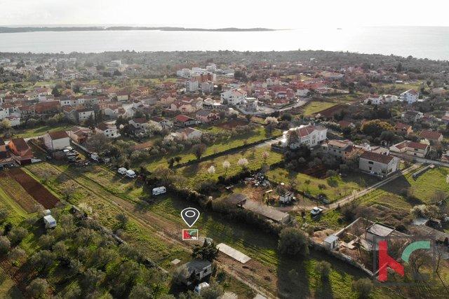 Istra - Peroj, zemljište 1427m2 nedaleko mora u samom centru Peroja