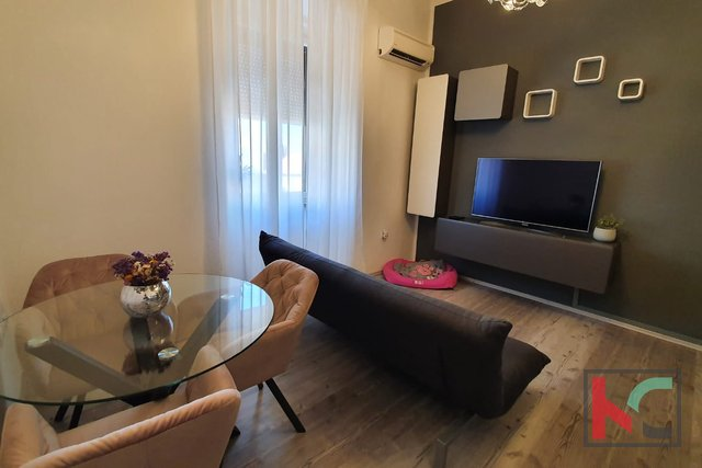 Pula, Center, apartment 84.97 m2 divided into two units