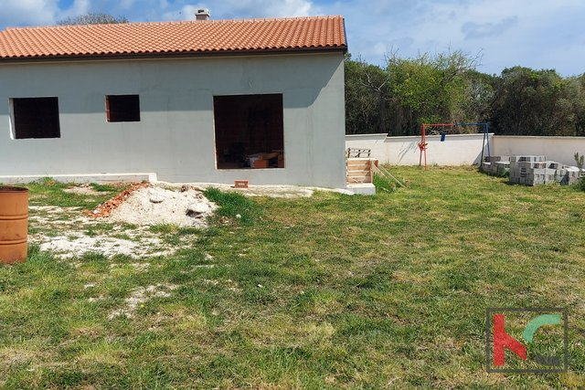 Pula, Šikići, Monte Turco unfertiges Haus 132m2 Garten 538
