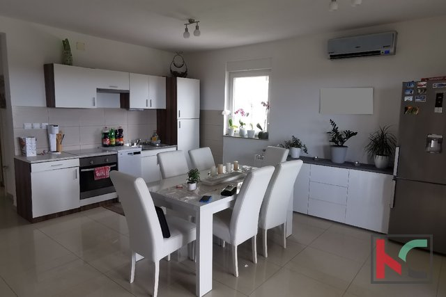 Pula, Šijana, attractive four bedroom apartment 98.49 m2 in a quiet location