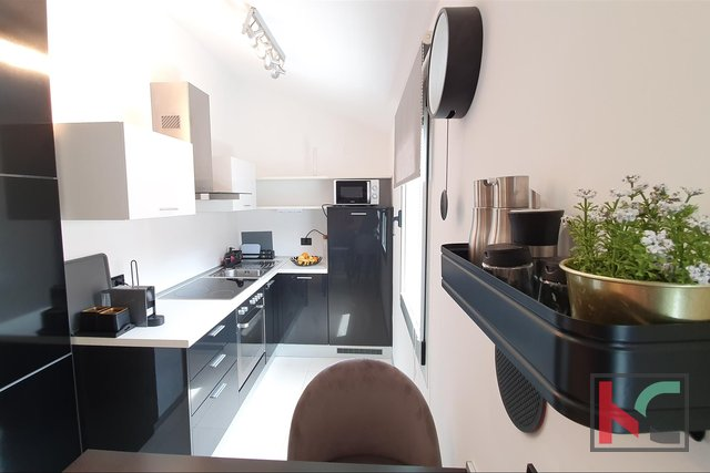 Pula, modernly furnished apartment in a new building - downtown, Kandler street