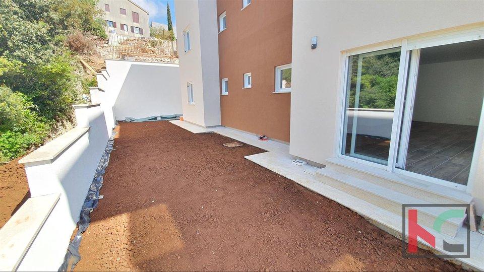 Pula, Pješčana uvala, exklusive Wohnung 93m2 mit Garten in Strandnähe und Meer