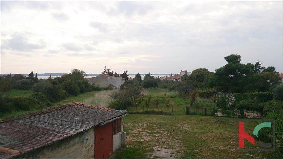 Istra-Peroj, građevinsko zemljište 955m2 + KUĆA - pogled more