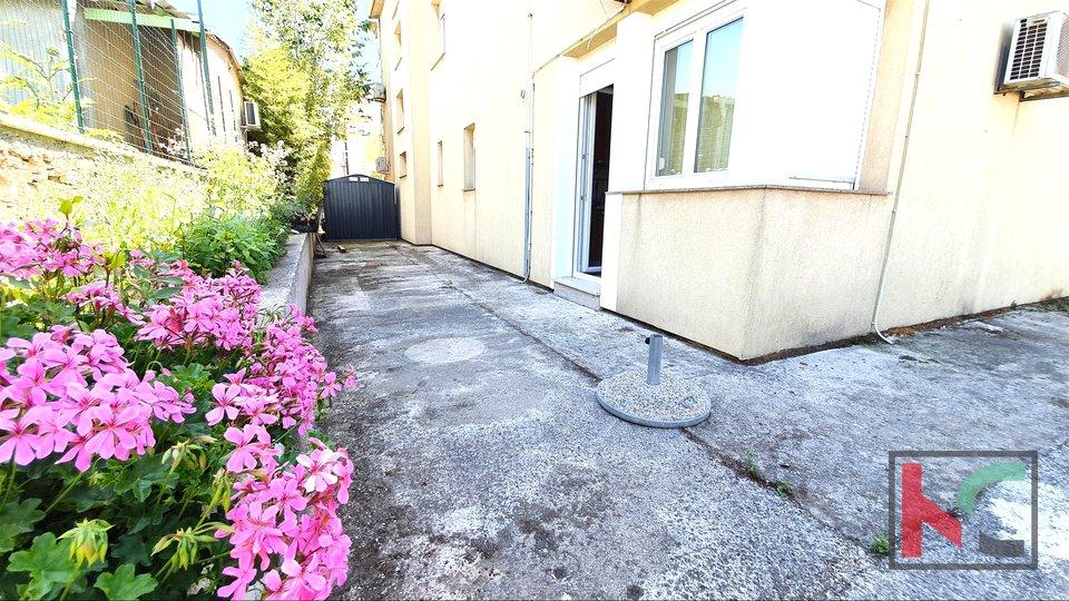 Istra - Pula, Stoja namješteni stan u prizemlju 36,09m2, blizina mora