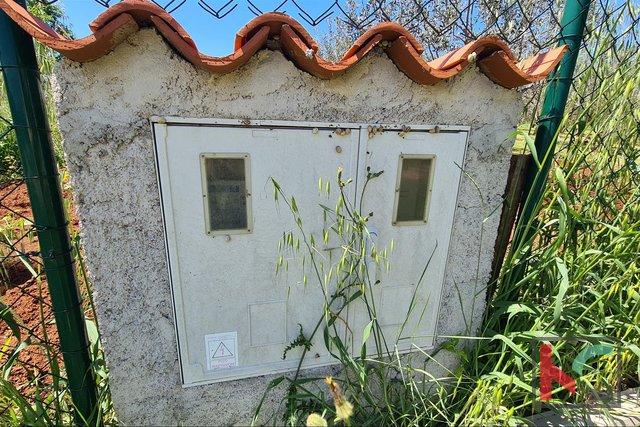 Istra- Medulin, oljčni nasad na kmetijskem zemljišču 4,510m3 z, II Mobilna hiška II elektrika na parceli