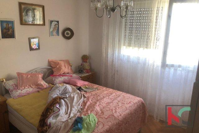 Pula, trisobno stanovanje 80m2 na Verudi z 2 balkonoma