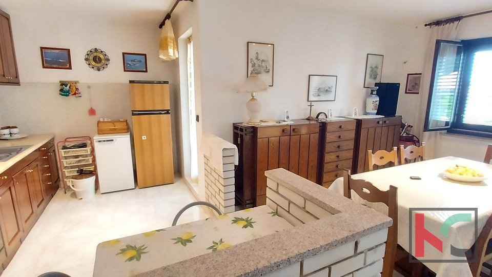 Istra, Marčana stan u prizemlju 87 m2 s vrtom 500 m2