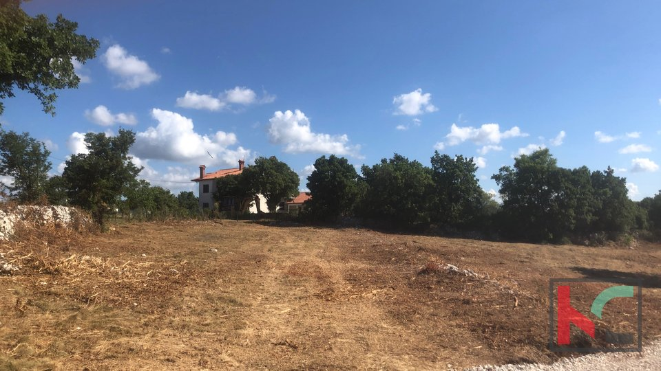 Istra, Svetvinčenat -građevinsko zemljište 832m2