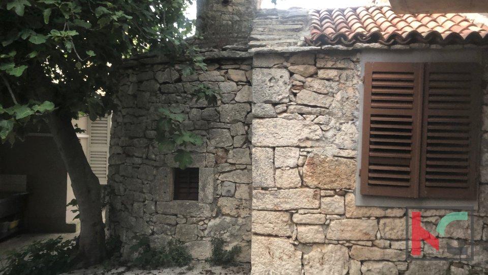 Istra,Premantura kuća roh-bau 204m2 sa 45m2 dvorišta i kamenim kažunom