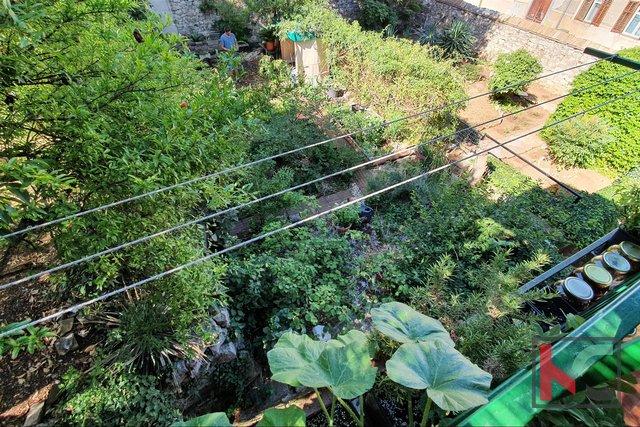 Пула, квартира в центре 74,61 м2 с садом