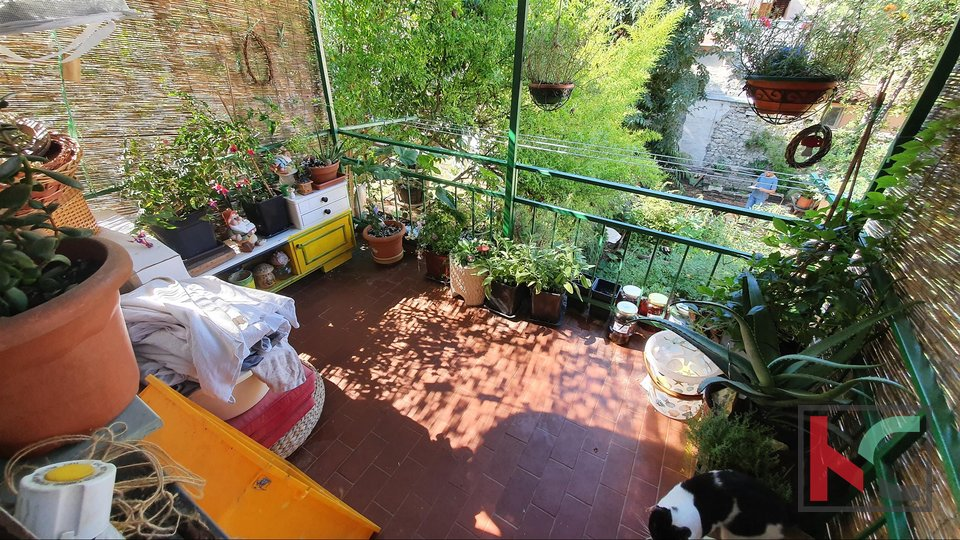 Pula, stanovanje v centru 74,61 m2 z vrtom