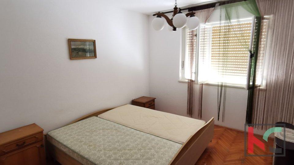 Istria, Medulin, casa familiare 298,11 m2 con giardino paesaggistico in una posizione privilegiata con vista sul mare