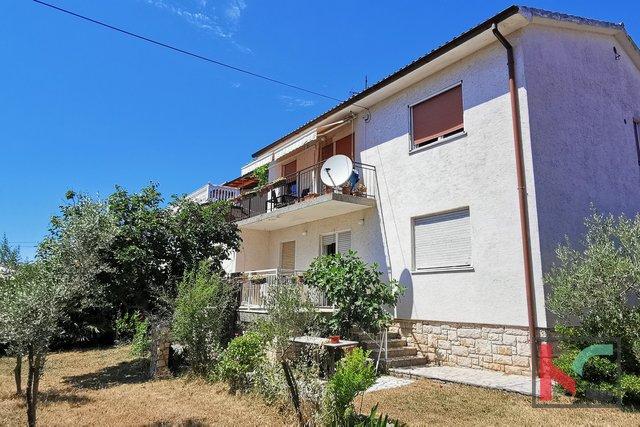Истрия, Медулин, семейный дом 298,11 м2 с ландшафтным садом в отличном месте с видом на море