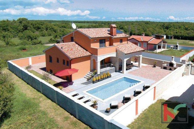 Istria, villa moderna con piscina 337m2, vicino a Pola