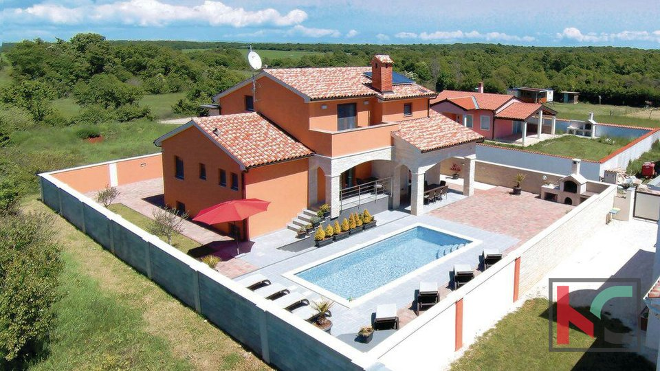 Istra,  moderna vila s bazenom 337m2, okolica Pule