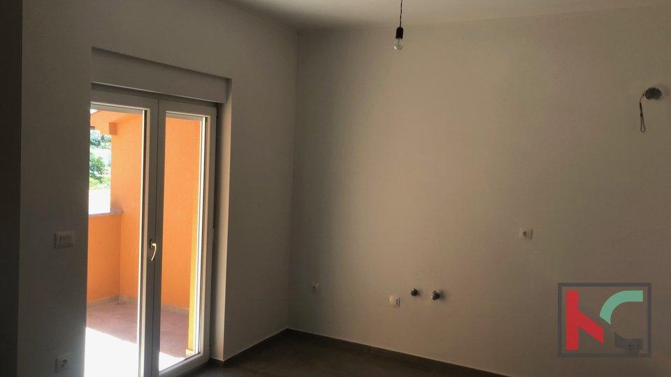 Istra ,Pomer stan u novogradnji 54,21m2  sa vrtom 36m2