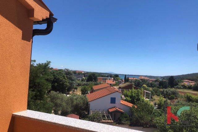 Istra,Pomer stan u 77,62m2 sa pogledom na more i vrtom 46,90m2