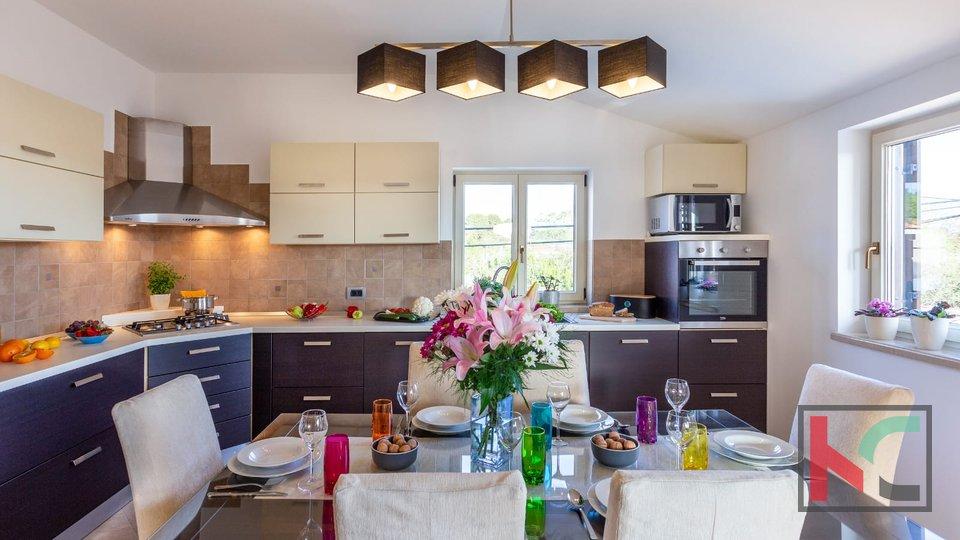 Kuća, 324 m2, Prodaja, Pula