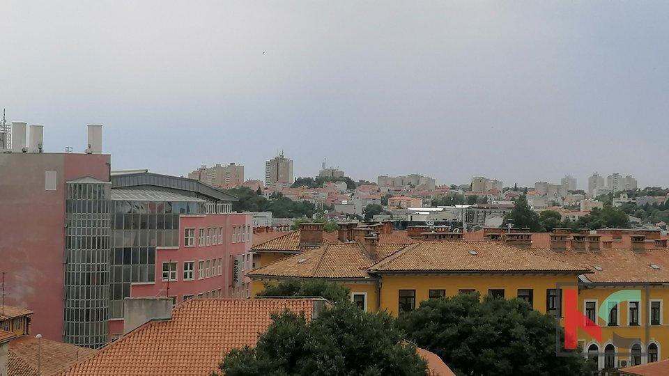 Istra, Pula, centar grada, moderno uređen dvosobni stan 45,77m2