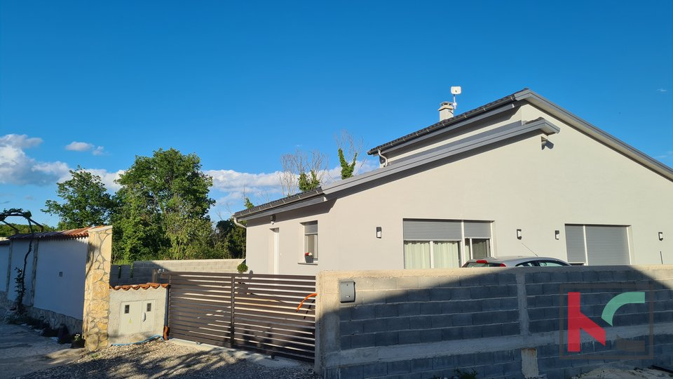 Pula, surroundings, new prefabricated house 133m2 with 367m2 garden, quiet location