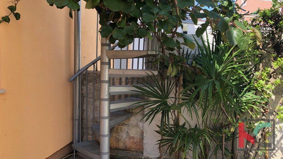 Pula, Medulin house with garden near the sea