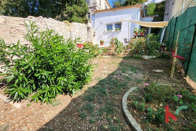Pula, Veruda, Samostojna hiša 50m2 na 150m2 vrta